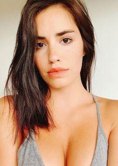 Lali Espósito desafía a las redes con su rostro al natural Prettiest Actresses, Cute Beauty, Diy Beauty, Girl Inspiration, Pink Lips, Beautiful Celebrities, Girl Crushes, My Girl, Beauty Hacks