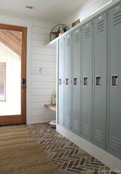 best mudroom porch ideas #MudroomIdeas #MudroomDecor #BestMudroomIdeas #LundryMudroomIdeas #EntrywayMudroomIdeas #laundryroommakeover