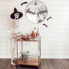 H STYLE'S Guide to a Stylish DIY Halloween Home Décor You need to create something creative & spooky for this coming Hallow. Theme Halloween, Halloween Mantel, Halloween Home Decor, Fall Home Decor, Holidays Halloween, Fall Halloween, Halloween Crafts, Happy Halloween, Indoor Halloween Decorations