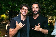 Encontro de galãs: Cauã Reymond com Rodrigo Santoro (Foto: Divulgação)