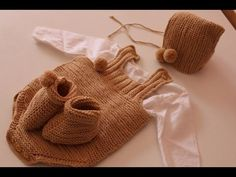 Como Tejer unas ranitas a dos agujas I cucaditasdesaluta - YouTube Baby Shoe Sizes, Baby Jumper, Point Mousse, Diy Bebe, Crochet Quilt, Layette, Baby Patterns, Crochet For Kids, Baby Knitting