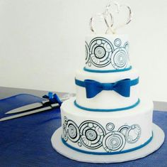 DOCTOR WHO WEDDING CAKE!!!!! Again, elegant without being kitschy. Maybe we could put the last name at the top and our names at the bottom in Galifreyan.