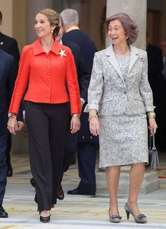 Queen Sofia and Infanta Elena attend National Sport Awards 2013 at Royal Palace of El Pardo in Madrid, Spain. Hollywood Fashion, Royal Fashion, Spanish Royalty, Sports Awards, Estilo Real, Cashmere Poncho, Royal Clothing, Wearing A Hat, Advanced Style