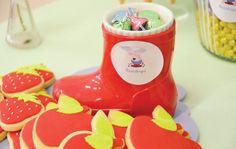 3-peppa-pig-dessert-table-rain-boots2.jpg (550×349)