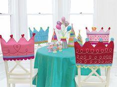 Geburtstagskrone für den Stuhl.