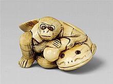 Un netsuke de marfil de un mono y un pez gato, por Hidemasa.  Principios del siglo 19