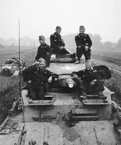 Panzer IV ausf.B and crew, Poland 1939.