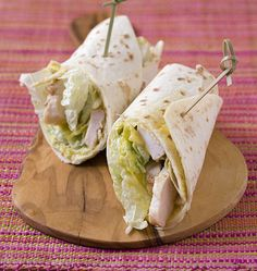 Wraps de poulet façon salade césar, la recette d'Ôdélices : retrouvez les ingrédients, la préparation, des recettes similaires et des photos qui donnent envie !