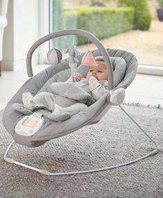 Moderni ja monipuolinen sitteri vauvalle kauniissa harmaan sävyssä!Lue Lisää