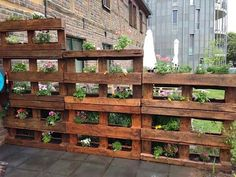 Pallet Privacy Fences, Wood Pallet Fence, Vertical Pallet Garden, Wood Pallet Planters, Herb Garden Pallet, Diy Fence, Wood Pallets, Vertical Gardens, Fence Garden