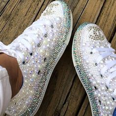 Converse de Bling from InspiredByJadeShop on Etsy Bedazzled Shoes, Bling Shoes, Glitter Shoes, Sparkle Shoes, Glitter Dress, Bling Bling, Bling Converse, Converse Shoes, Converse Chuck