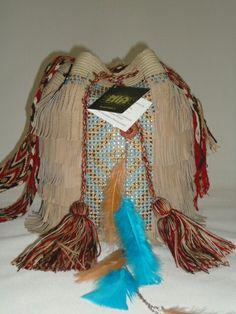 mochilas wayuú decoradas con cristales inf whatsapp (57) 3102629820