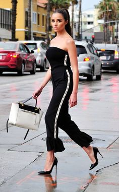 Effortless One-piece from Olivia Culpo's Street Style Olivia wore a white and black combo in a figure hugging strapless black jumpsuit. She matched the white stripes along the side of the one-piece with matching a black and white purse and black heels. Black Strapless Jumpsuit, Black Jumpsuit, Olivia Culpo, Dope Outfits, Fashion Outfits, Fashionable Outfits, Black And White Purses, Korean Fashion Trends, Jumpsuit Outfit