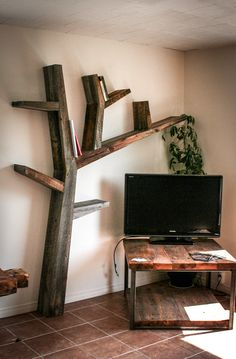 bibliothèque arbre en bois de grange