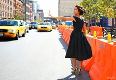 According to Vogue there were two different types of styles to look out for at New York Fashion week, the ladylike and the ultrastreet. Best Street Style, Nyfw Street Style, Street Style Looks, Fashion Week, New York Fashion, Style Fashion, Fashion Blogs, Fashion 2018, Daily Fashion