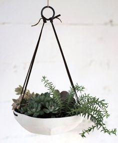 ピジョン足からトレイを吊るすファセット、Gardenista