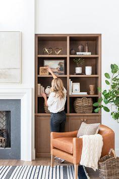 Home Living Room, Living Room Decor, Living Spaces, Muebles Home, Built In Shelves Living Room, Living Room Inspiration, Home Fashion, Family Room, Interior Design