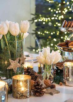 Bilderesultat for julebord dekorasjon Christmas Tree Napkin Fold, Easy Diy Christmas Gifts, Christmas Home, Christmas Lights, Christmas Wreaths, Christmas Crafts, Merry Christmas, Xmas, Christmas Table Settings