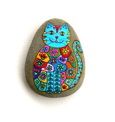 Hand painted stone cat rock painting ideas el işi, taşlar, s Pebble Painting, Dot Painting, Pebble Art, Stone Painting, Stone Crafts, Rock Crafts, Pebble Stone, Stone Art, Caillou Roche