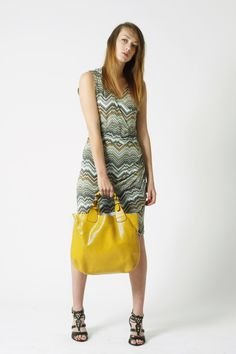 Beautiful Marta Dress in retro pattern - team it with our 3 in 1 yellow bag! Shop now at latelierfashion.co.uk - £32.00