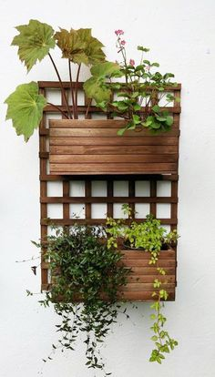 DIY & Home Project. If you want to grow some plants or vegetables in your yard, first you are going to need some good planter boxes. DIY planter box designs, plans, ideas for vegetables and flowers Diy Wall Planter, Wood Planters, Planter Boxes, Wall Mounted Planters Outdoor, Plant Box, Plant Wall, House Plants Decor, Plant Decor, Planter Box Designs