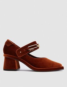 A bold chunky heel t