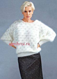 Пушистый белый пуловер из ангоры, с фантазийными узорами. Вязание крючком