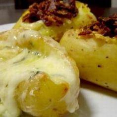 Receita de Batata Recheada no Microondas - 4 batatas grandes, 4 fatias de bacon, 1 colher de sopa de manteiga ou margarina, 50 gr de queijo parmesão ralado,...