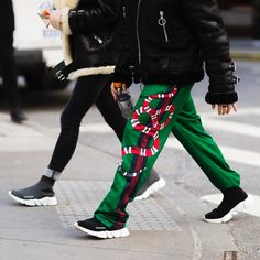 See the Best Street Style From New York Fashion Week: Men's Fashion Week Hommes, Mens Fashion Week, New York Fashion, Men's Fashion, Street Style, Cool Street Fashion, Mode Streetwear, Streetwear Fashion, Top Luxury Brands