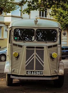 Citroen Van, Citroen Type H, Le Tube, Food Trucks, Cars And Motorcycles, Cool Cars, Jewel, Classic Cars, Commercial