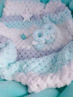 Handmade Baby Blankets, Knitted Baby Blankets, Baby Blanket Crochet, Crochet Baby, Yarn Projects, Knitting Projects, Crochet Projects, Sewing Projects, Finger Knitting Blankets
