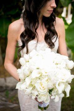 Stunning white bridal bouquet #wedding #flowers