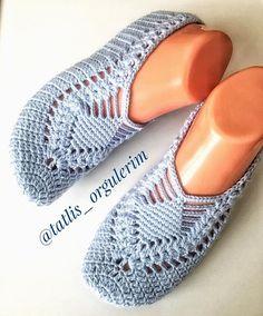 Best 12 Cute Summer Slippers Crochet F Crochet Slipper Pattern, Knitted Slippers, Crochet Slippers, Filet Crochet, Crochet Stitches, Baby Knitting Patterns, Crochet Patterns, Crochet Baby, Knit Crochet
