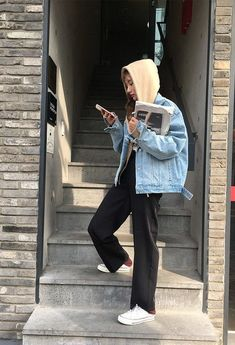 Korean Fashion On The Streets Of Paris Look Fashion, Winter Fashion, Fashion Outfits, Fashion News, Fashion Trends, Mode Hipster, Mode Ulzzang, Fall Outfits, Casual Outfits