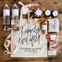 Make a fuss of those out-of-town wedding guests with these cute welcome ideas Wedding Welcome Gifts, Destination Wedding Welcome Bag, Wedding Gift Bags, Wedding Gifts For Guests, Beach Wedding Favors, Diy Wedding, Wedding Decor, Destination Weddings, Wedding Ideas