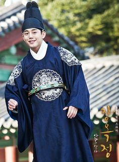 Korean drama [Jang Ok-jung, Living by Love] = 숙종 [King Sukjong] - 유아인 (Yoo Ah-in)