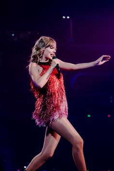 """Taylor Swift - """"Shake It Off"""" & """"Delicate"""" live at """"reputation Stadium Tour Taylor Swift Hair, Long Live Taylor Swift, Taylor Swift Concert, Taylor Swift Facts, Taylor Swift Pictures, Taylor Alison Swift, Taylor Swift Red Tour, Red Taylor, Swift Tour"""