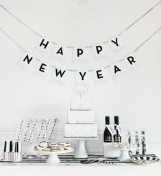 Hello new year happy new year pinterest happy graphics and design for Decoreren een studio