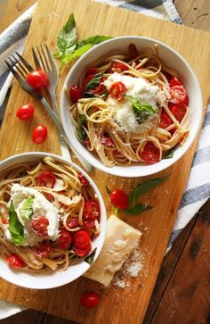guardians-of-the-food:  Tomato Linguine Burrata   A light, Spring-friendly, comforting dish. What could be better?