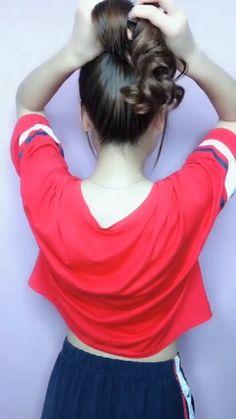 A simple bun tutorial ? A simple bun tutorial ? Hairstyles For Medium Length Hair Easy, Cute Simple Hairstyles, Hair Up Styles, Medium Hair Styles, Medium Hair Tutorials, Hair Style Vedio, Hair Videos, Makeup Videos, Long Hair Video