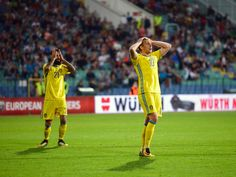 Sweden's midfielders Emil Forsberg (R) and Jimmy Durmaz (L) react during the FIFA 2018 World Cup football qualifier match between Bulgaria and Sweden in Sofia on August 31, 2017. / AFP PHOTO / DIMITAR DILKOFF