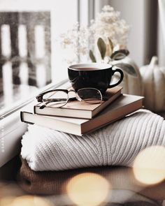 Image about winter in ☕️Coffee & Tea☕️ by سـحـر is part of Tea and books - Uploaded by سـحـر Find images and videos about winter, book and coffee on We Heart It the app to get lost in what you love Cozy Aesthetic, Autumn Aesthetic, Aesthetic Coffee, Aesthetic Roses, Aesthetic Outfit, Aesthetic Collage, Aesthetic Vintage, Coffee And Books, Coffee Love
