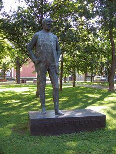 Statue of Jean Sibelius, Hämeenlinna, Finland - Photo by Matti Tossavainen