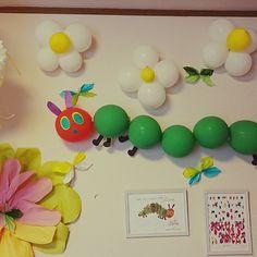 女性で、のフラワーポンポン/風船/誕生日飾り付け/壁/天井についてのインテリア実例を紹介。「3歳のお誕生会。 今年のテーマは「はらぺこあおむし」」(この写真は 2015-07-19 14:48:57 に共有されました)