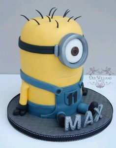Another minion cake, this one is Carl. My first seated minion cake! Minion Torte, Bolo Minion, Minion Cakes, Pastel Minion, Despicable Me Cake, Minion Birthday, Birthday Cakes, Star Wars Birthday, Star Wars Party