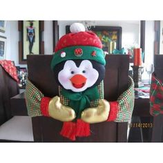 COMO HACER CUBRE SILLAS NAVIDEÑOS CON PATRONES Christmas Crafts, Christmas Ornaments, Projects To Try, Merry, Clay, Pillows, Holiday Decor, Home Decor, Christmas Chair