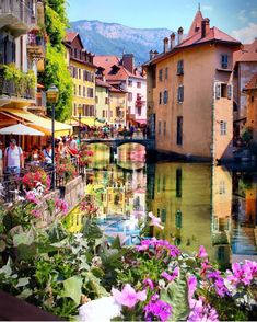 D'Annecy France - Fabulous alpine town in southeastern France, where the River Thiou meets Lac d'Annecy. It's everything you'd find in a fairy tale. Cobbled streets, winding canals and pastel-coloured houses. Pretty as a postcard. Travel Destinations Bucket Lists, Best Vacation Destinations, Best Vacations, Annecy France, Hello France, Voyager Loin, Voyage Europe, France Photos, Places To See
