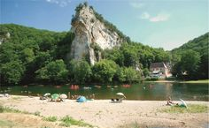 Camping nature, fishing and beach on the Dordogne! Welcome to Domaine de Soleil Plage in Vitrac, near Sarlat in the Périgord Noir Camping In Georgia, Bodega Bay Camping, Camping In Texas, Camping In The Rain, Camping Near Me, Camping Car, Camping Life, Camping Trailers, Camping Stove