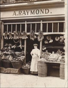 24 Rare Photos of Stores in the Victorian Era - Page 2 of 2 - History Daily Bags Online Shopping, Discount Shopping, Online Bags, Rare Photos, Vintage Photographs, Old Photos, Old Country Stores, Shop Fronts, Old London