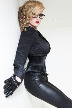 That Lady in Leather Black Leather Gloves, Leather Pants, Leather Catsuit, Blond, Leder Outfits, Fetish Fashion, Leather Dresses, Girls With Glasses, Portraits